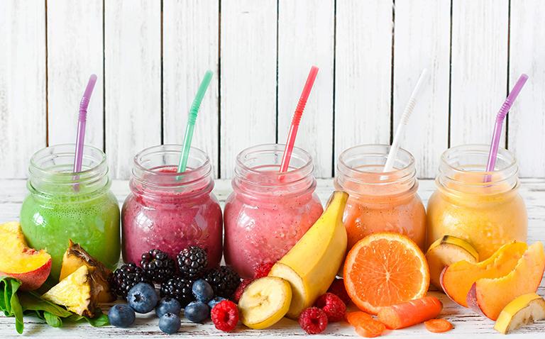 Nước ép hoa quả vừa có công dụng cung cấp nước vừa cung cấp các chất dinh dưỡng cho sản phụ và thai nhi