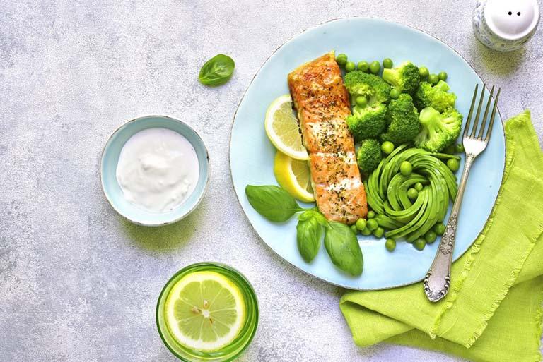 Bổ sung cho cơ thể nhiều thực phẩm giàu chất dinh dưỡng có trong các loại rau xanh, củ quả tươi, các loại thịt hay các loại ngũ cốc