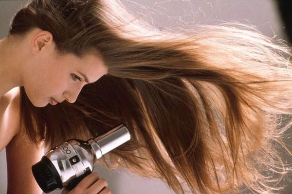 5 thói quen xấu làm hại tóc vô cùng