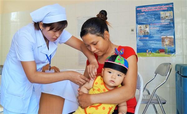 Đưa vắc xin sởi – rubella vào chương trình tiêm chủng mở rộng thường xuyên