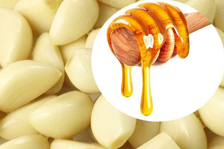 Sử dụng tỏi kết hợp với mật ong có tác dụng làm trắng da