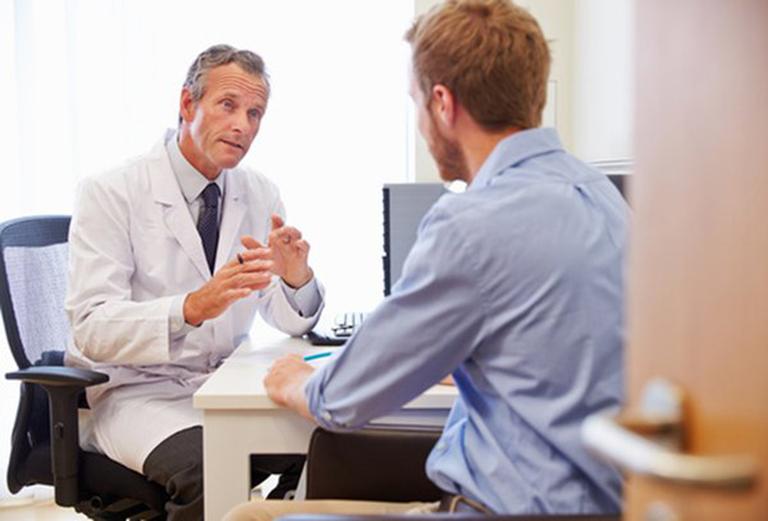 Nên đến gặp bác sĩ chuyên khoa để được phác đồ điều trị phù hợp với tình trạng bệnh
