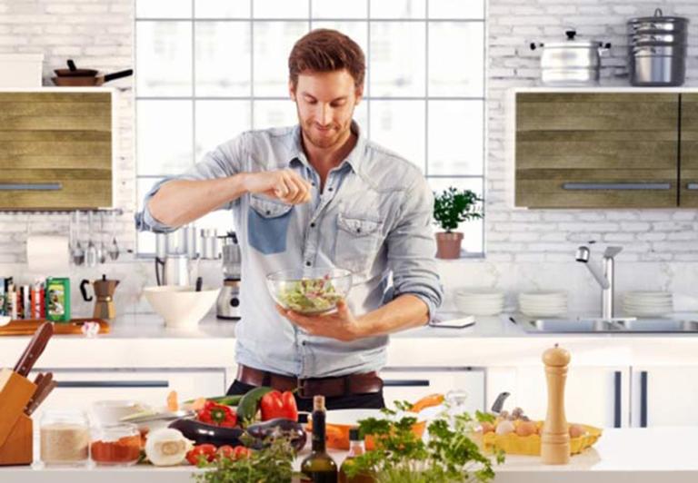 Chế độ ăn uống hợp lý giúp nam giới có thể kiểm soát được khả năng sinh sản của bản thân