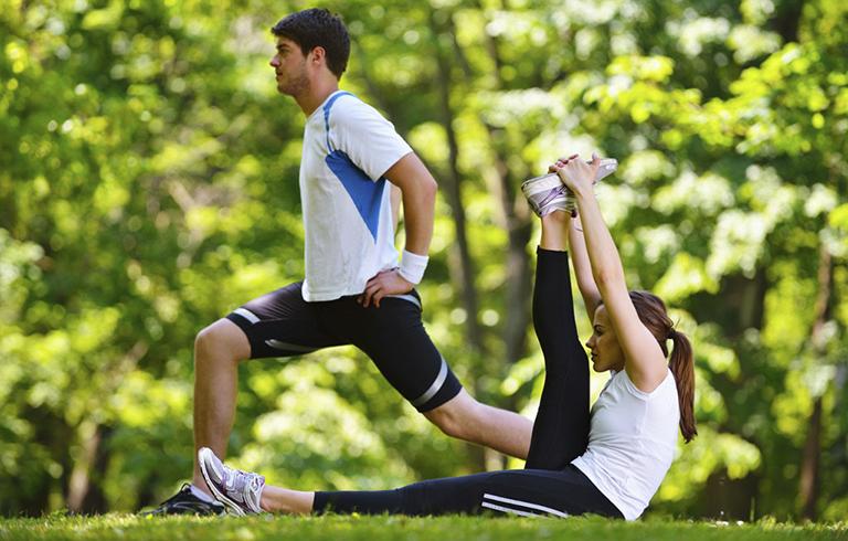 Khuyến khích chồng luyện tập thể dục để cải thiện thể chất và khả năng sinh lý