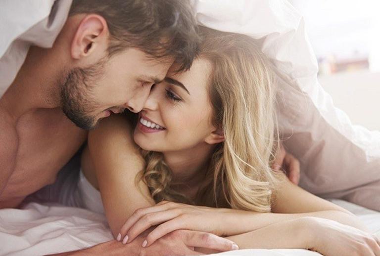 Giữ tâm lý thoải mái khi yêu có tác dụng rất lớn trong việc kéo dài thời gian xuất tinh ở nam giới