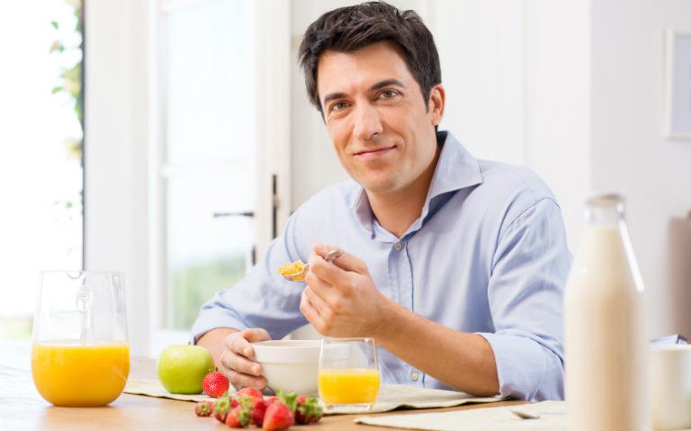 Dưa hấu, hàu biển, cá chép, đậu bắp,... là những loại món ăn giúp nam giới cải thiện sinh lý.