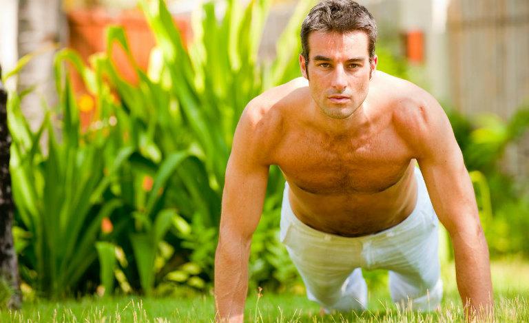 Các bạn nam nên luyện tập thể chất thường xuyên. Điều này giúp chứng yếu sinh lý dần dần được cải thiện.