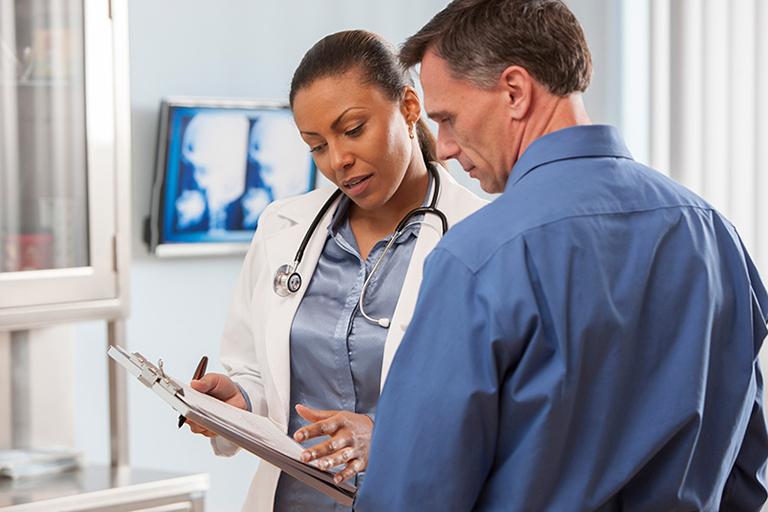 Tiến hành thăm khám để biết chính xác nguyên nhân gây bệnh và từ đó đưa ra giải pháp điều trị thích hợp cho từng đối tượng