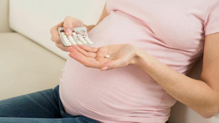 Điều trị bệnh trĩ khi mang thai bằng thuốc chỉ được sử dụng khi có chỉ định từ bác sĩ, các bà mẹ bầu không được tự ý