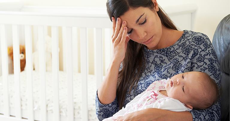 Bệnh trĩ sau sinh gây ra nhiều đau đớn, khó chịu cho mẹ