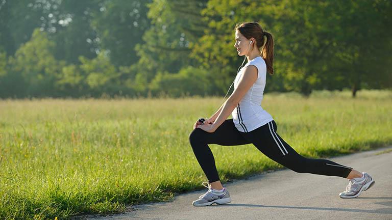 Tăng cường vận động cơ thể bằng cách bài tập từ đơn giản đến phức tạp cũng chính là biện pháp phòng ngừa bệnh trĩ hữu hiệu