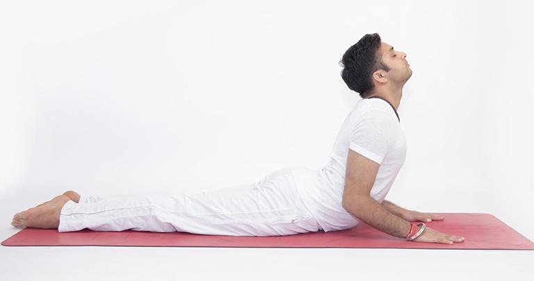 Bài tập yoga Bhujangasana có tác dụng hỗ trợ cải thiện chứng liệt dương ở nam giới