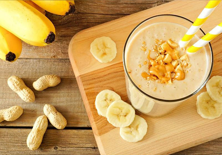 Sinh tố chuối là thức uống thơm ngon, bổ dưỡng có tác dụng hỗ trợ điều trị xuất tinh sớm ở nam giới