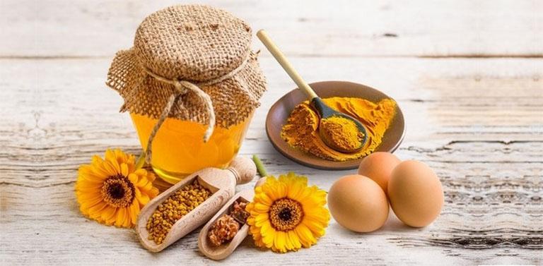 Tăng cường chức năng sinh lý với sự kết hợp của lòng đỏ trứng gà, mật ong và củ nghệ tươi