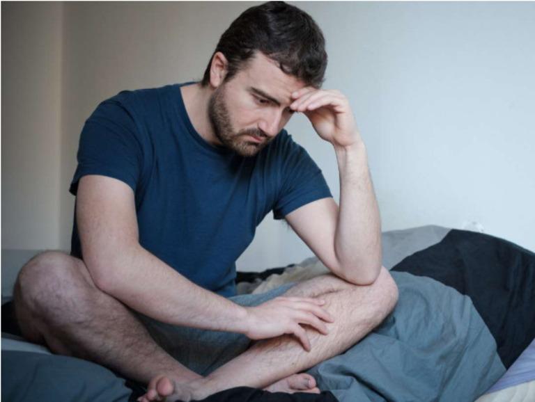 Yếu sinh lý ở nam giới chủ yếu liên quan đến tình trạng rối loạn cương dương, xuất tinh sớm và suy giảm ham muốn tình dục