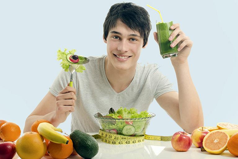 Nam giới nên xây dựng chế độ ăn uống hợp lý sẽ có tác động rất tích cực đến quá trình điều trị bệnh