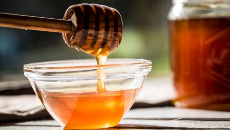 mật ong có tác dụng rất tốt trong việc tăng cường sản xuất testosterone ở nam giới