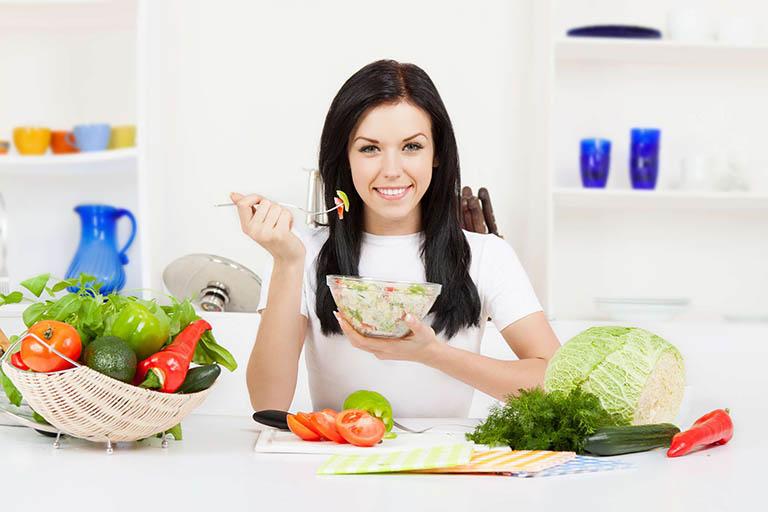 Người bị bệnh trĩ nên ăn uống thế nào để khống chế bệnh?