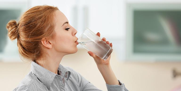 Người bị thận yếu có nên uống nhiều nước không? - Thắc mắc của nhiều bạn đọc