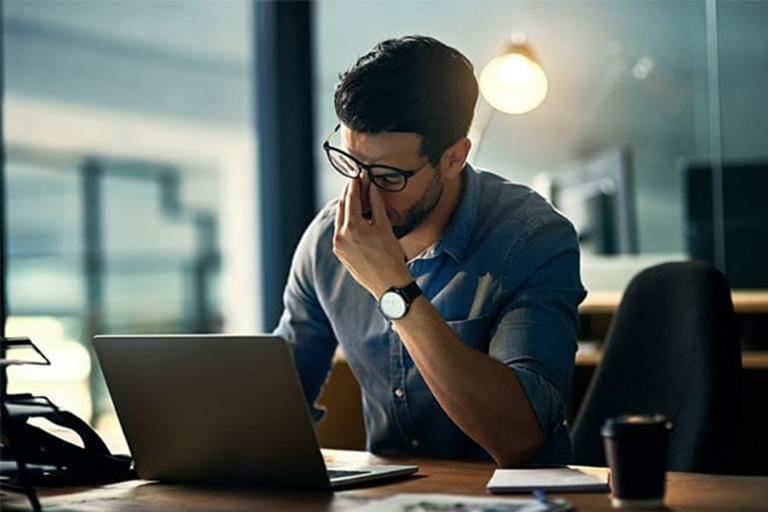 Căng thẳng, stress kéo dài là một trong những tác nhân gây rối loạn cương dương ở nam giới trẻ tuổi