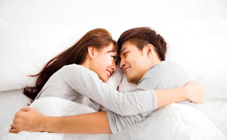 Nam giới nên trao đổi với bạn tình để được thông cảm, sẽ chia cùng nhau tìm ra hướng khắc phục