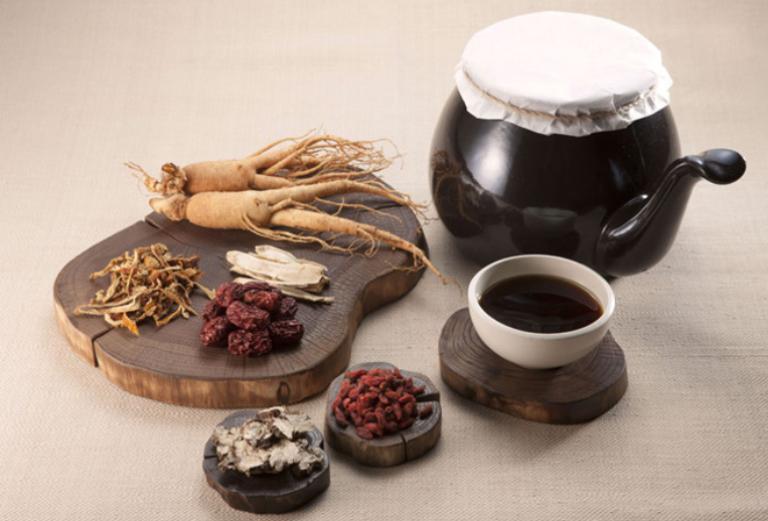 Bài thuốc Đông y điều trị rụng tóc do thận yếu có tác dụng bổ huyết, bổ thận, bổ can