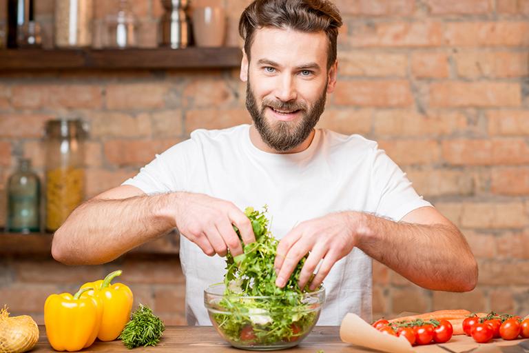 Nam giới cần bổ sung những loại thực phẩm như hàu, cá, củ dền, chuối, dưa hấu,... để cải thiện chức năng sinh lực