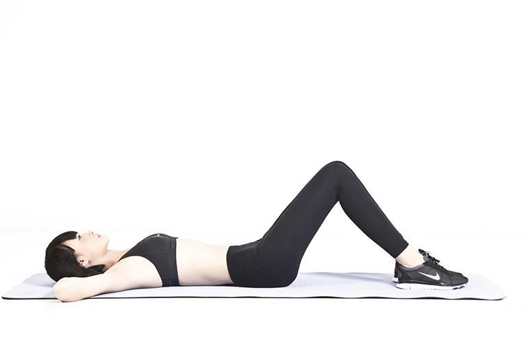 Bài tập chữa thoái hóa cột sống bằng cách nghiêng xương chậu ra sau