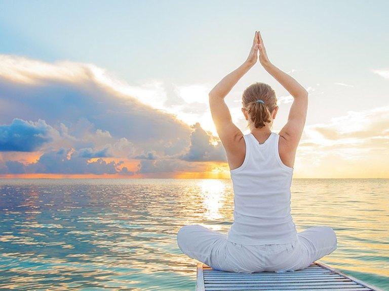 Chữa thoái hóa cột sống bằng Yoga