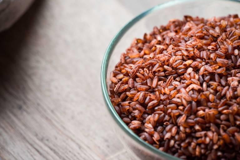 Gạo lứt thường được dân gian sử dụng để chữa các bệnh về xương khớp