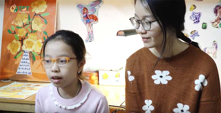 Bé Tùng Chi và mẹ kể lại hành trình chữa bệnh đầy vất vả