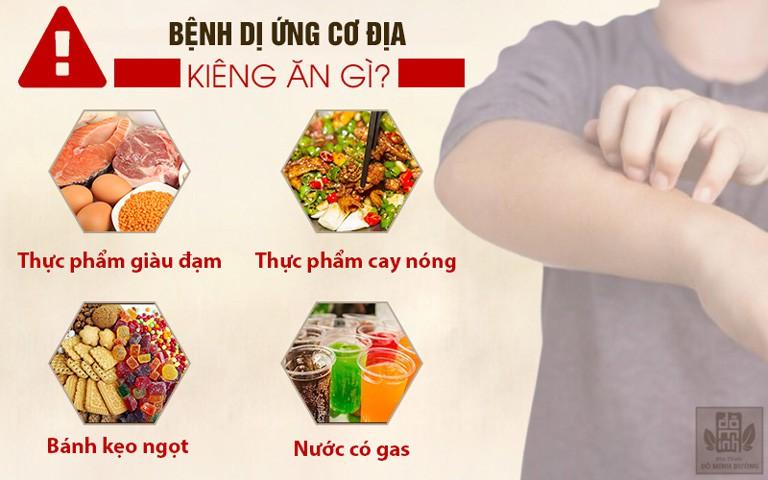 người bệnh dị ứng cơ địa kiêng ăn một số thực phẩm chứa nhiều đạm