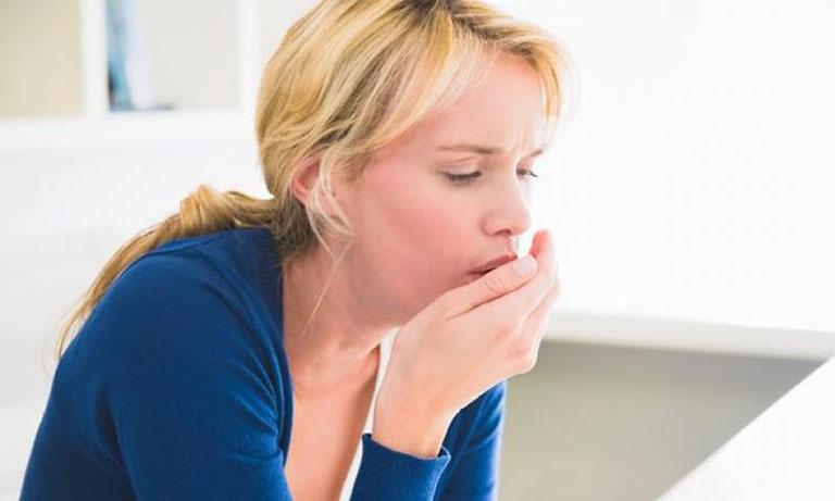 Ho khan kéo dài khiến người bệnh cảm thấy mệt mỏi, đau tức ngực, ảnh hưởng đến đời sống hàng ngày