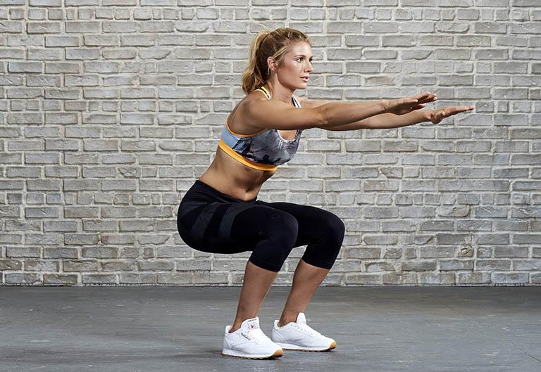 Chữa bệnh thoái hóa khớp gối bằng bài tập yoga theo động tác squat