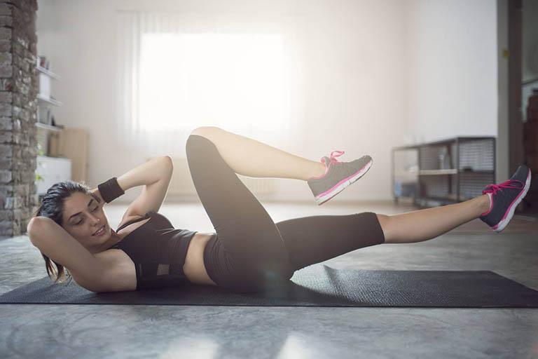 Điều trị bệnh thoái hóa khớp gối bằng bài tập yoga tư thế đạp xe