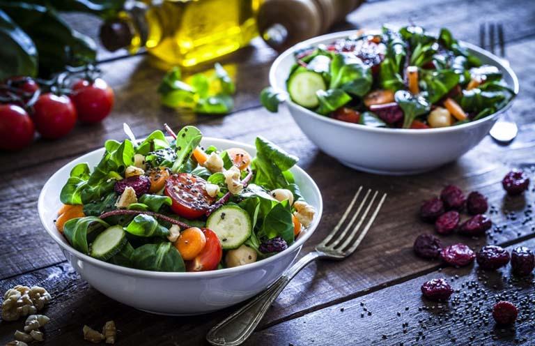 Luân phiên bổ sung các loại rau củ quả trong mỗi bữa ăn, đặc biệt là những thực phẩm giàu chất xơ