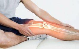 Bị cứng khớp gối sau phẫu thuật là biến chứng thường gặp.
