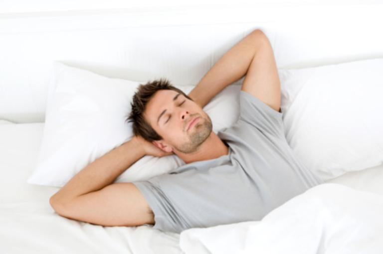 Tâm lý thư giãn và thoải mái sẽ giúp dương vật cương cứng tự nhiên dễ dàng