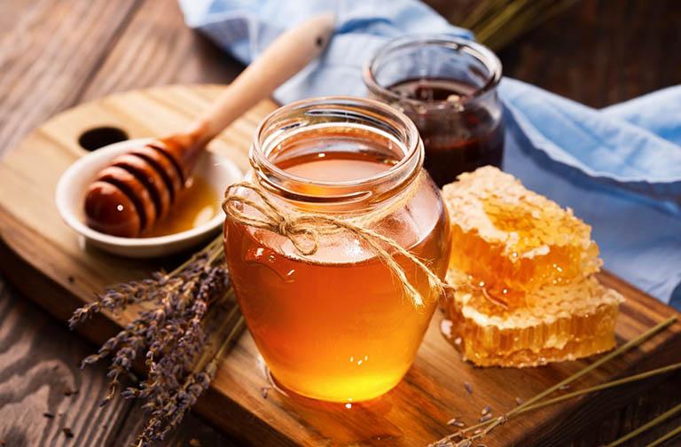 Cách sử dụng mật ong khắc phục đờm trong cổ họng cho trẻ