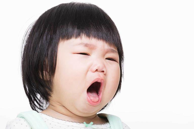 Cách làm tan đờm trong cổ họng cho trẻ không dùng thuốc