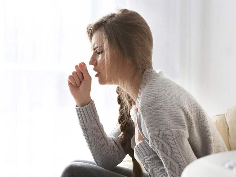 Những cơn ho, ngứa ngáy cổ họng thường khiến cho người bệnh cảm thấy khó chịu, mệt mỏi