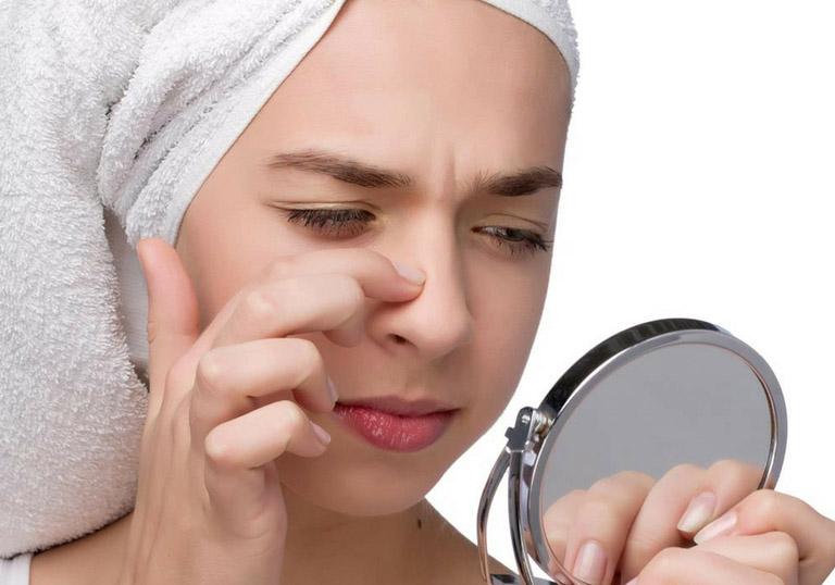 Chăm sóc da không đúng cách cũng là nguyên nhân gây mụn ẩn