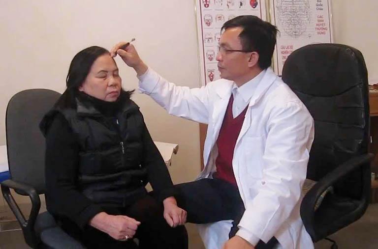 Cách điều trị bệnh thoái hóa khớp gối bằng diện chẩn tại huyệt đạo số 9