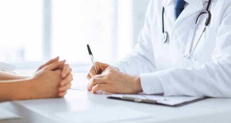 Khi tình trạng đau nhức diễn ra thường xuyên, người bệnh cần nhanh chóng thăm khám bác sĩ