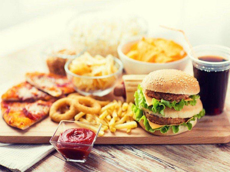 Người bệnh nên hạn chế ăn thực phẩm nhiều cholesterol