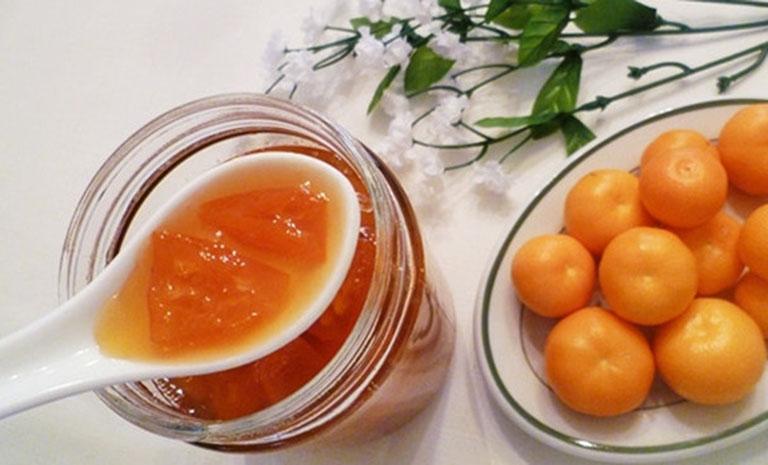 Sử dụng mật ong kết hợp với quả quất để điều trị ho gió lâu ngày