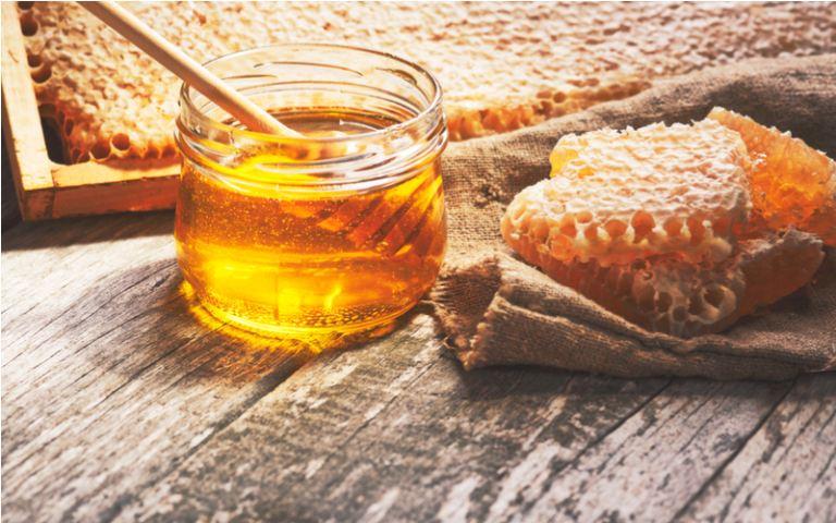 Điều trị thoát vị đĩa đệm bằng ngải cứu mật ong