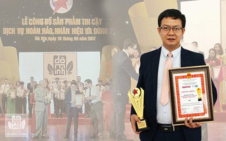 Lương y Tuấn nhận giải thưởng năm 2017