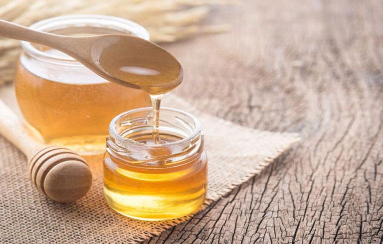 Dùng mật ong chữa viêm họng hạt