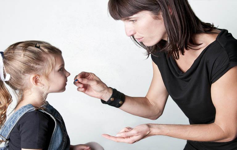 Dùng thuốc Tây y chữa viêm họng cho bé